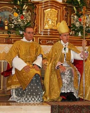 Monsieur l'abbé Bal Pétré, ici aux cotés de Monseigneur Tissier de Mallerais.
