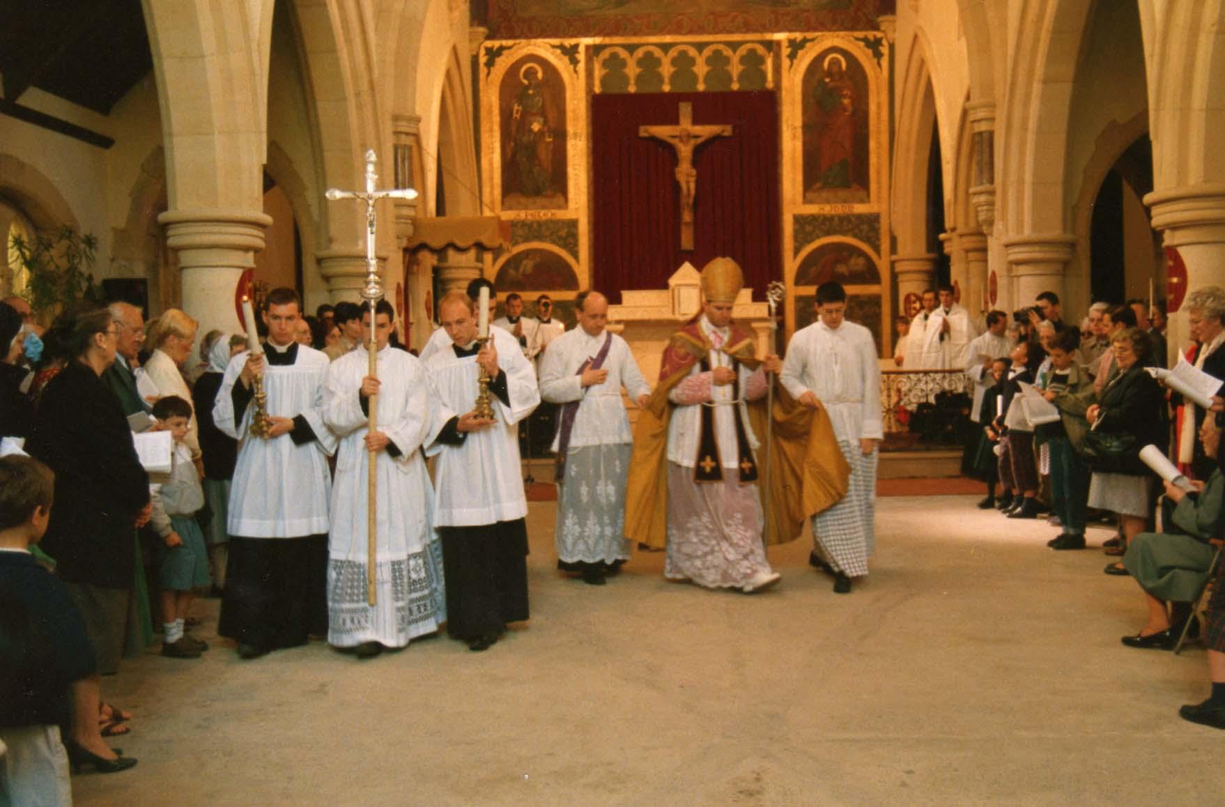 Consécration de l'église Saint Louis en 1990