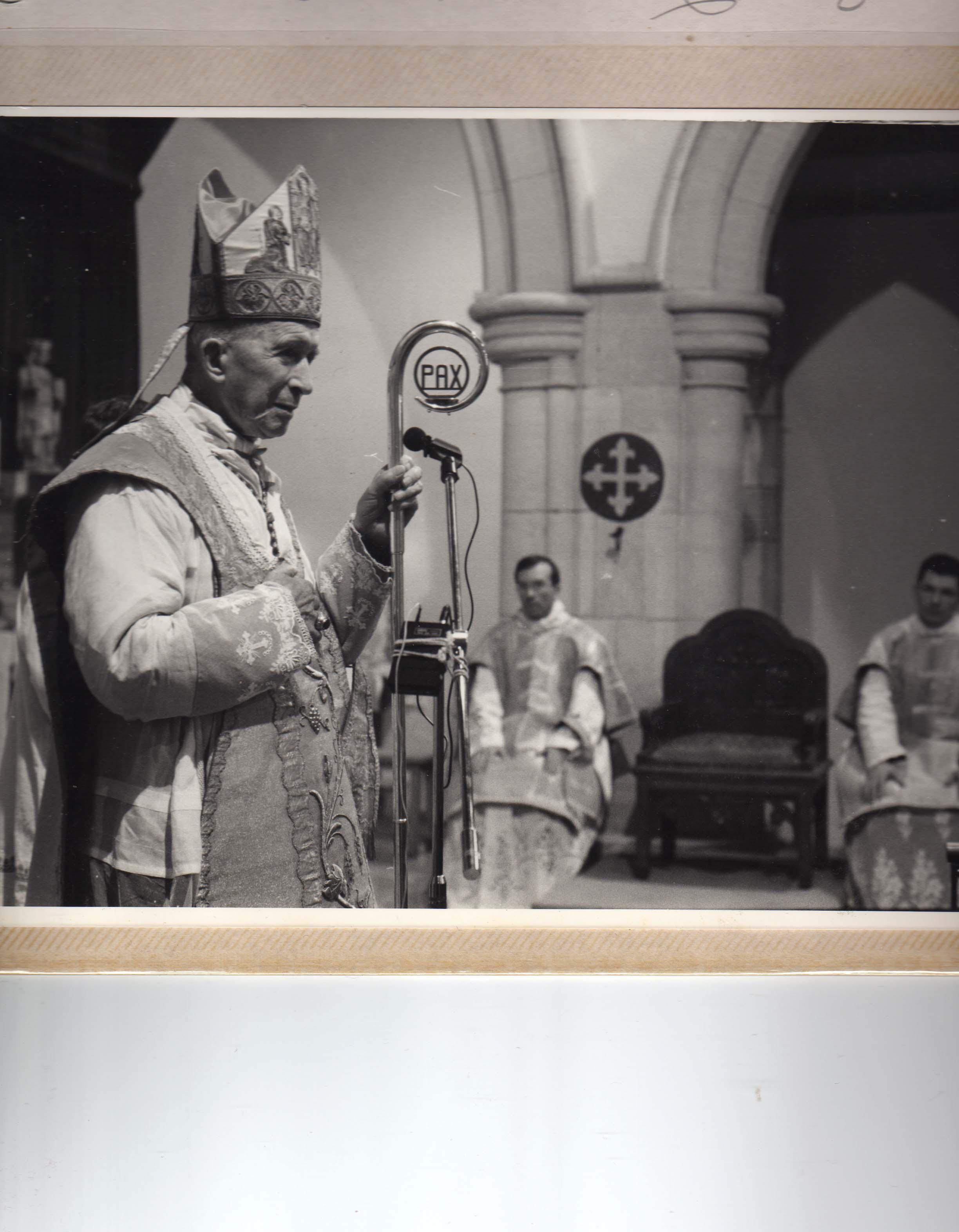 Monseigneur Lefebvre à Saint Louis (1990)