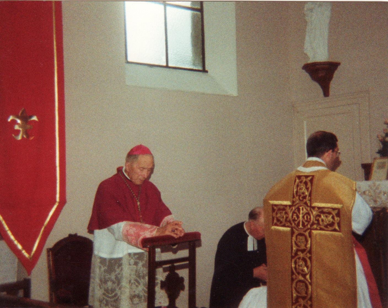Monseigneur Lefebvre à la chapelle Sainte Victoire d'Hames Boucres