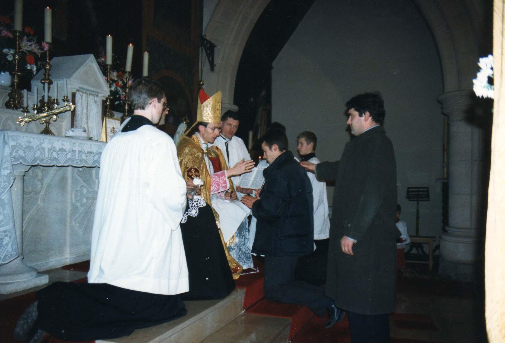 Confirmation à st Louis par Monseigneur  Tissier de Mallerais