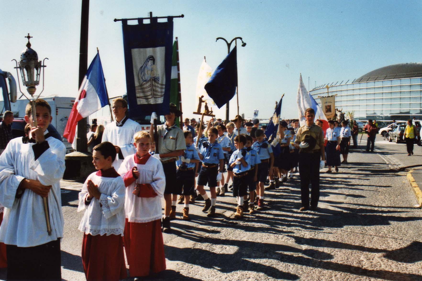 Première Procession de Notre dame de Boulogne organisée par l'eglise St louis en 2006